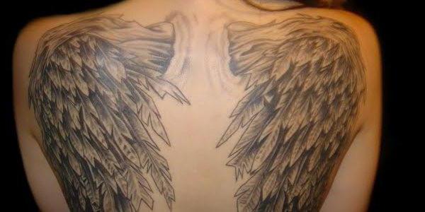 Un Ange Avec Un Tatouage D Epee La Valeur Des Filles