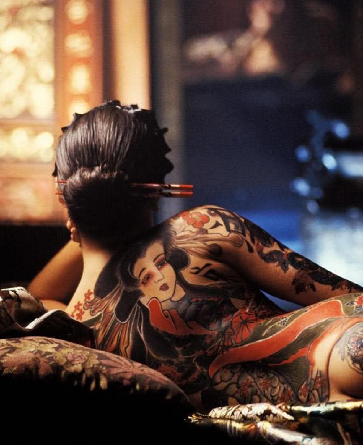 Фото девушек с японскими тату