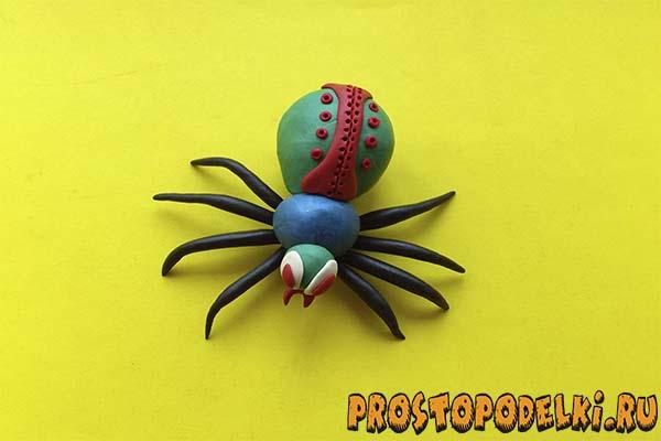Как сделать из пластилина пауков 793